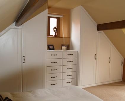 mobili per mansarda bianchi