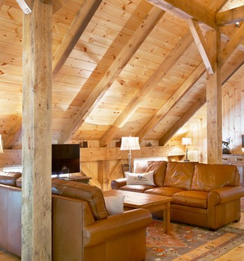 Arredamento per mansarda legno for Immagini di arredamenti case