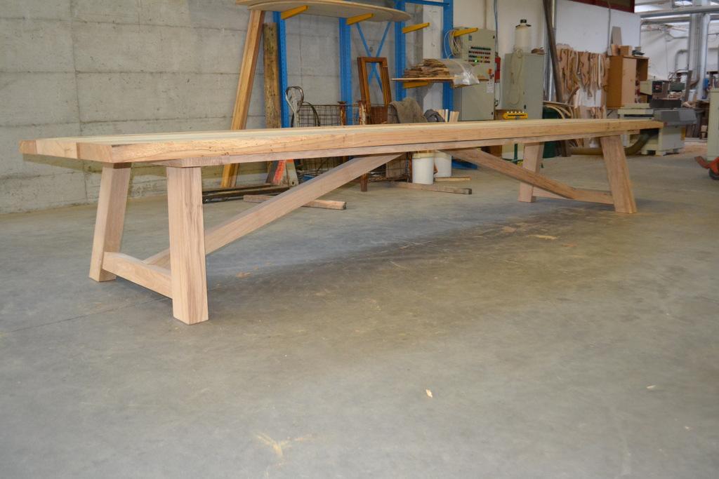 Sedie grigie e tavolo in legno - Costruire un tavolo in legno per esterno ...