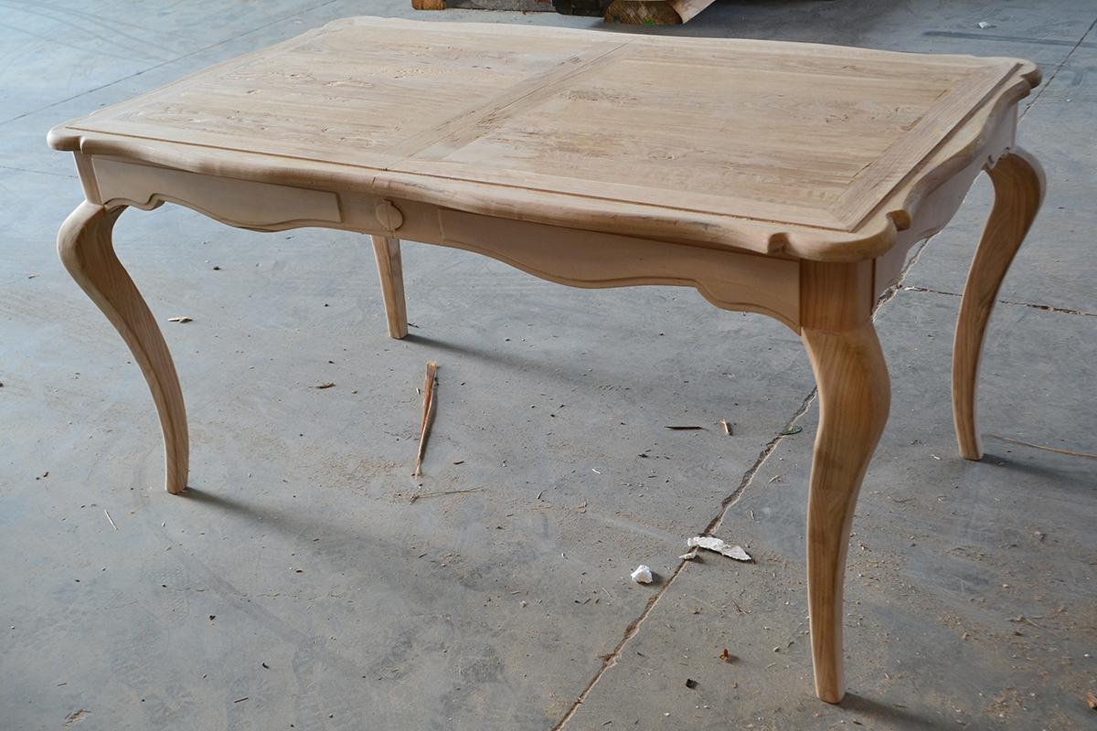 Tavoli in legno chiaro