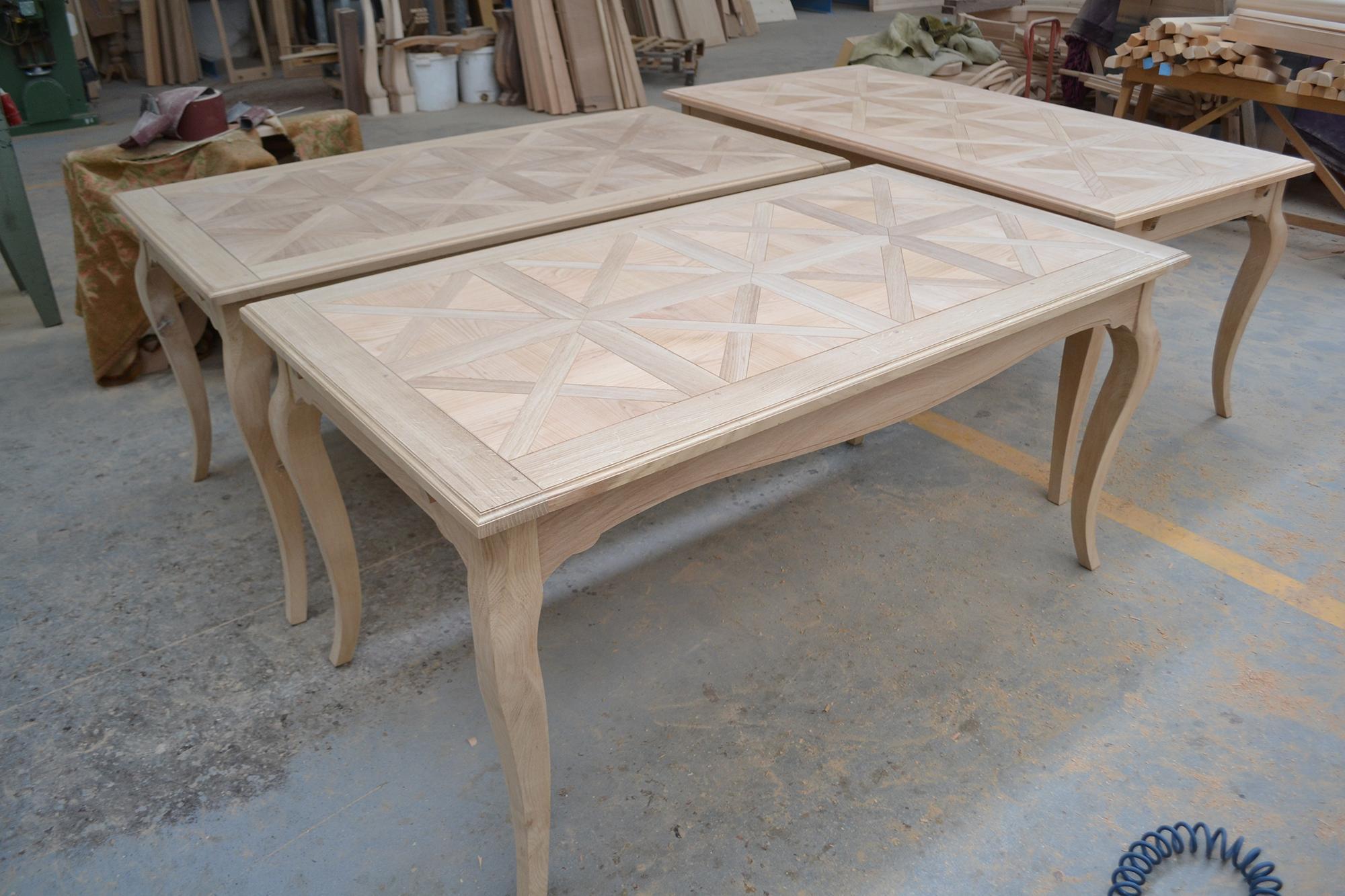 Tavoli in legno intarsiati