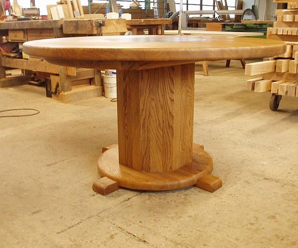 Tavoli rotondi in legno massello - Costruire un tavolo in legno per esterno ...
